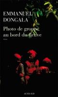 photo-de-groupe-autour-du-fleuve-emmanuel-dongala-liseuses-de-bordeaux